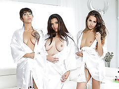 These days, people perceive the need to film everything they do. Sofie Reyez is no exception. Her hottest pals are coming over for a spa day. So what does she do? She films it. After a duo of evident boner jokes, Sofie tells the damsels that their surpris